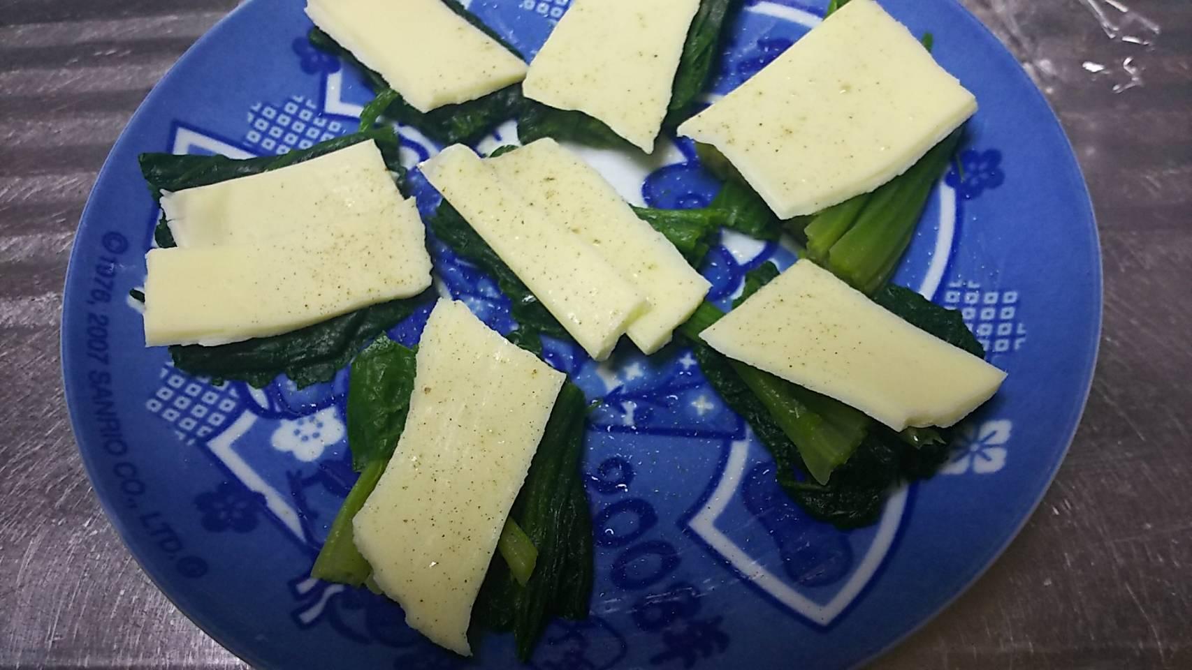 ほうれん草のチーズ乗せ